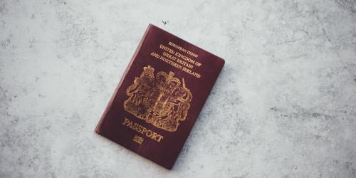 Красочный мир паспортов: что означают цвета паспортов?