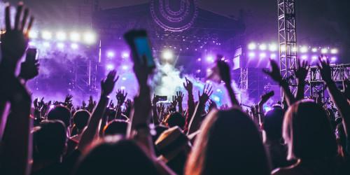 Почему музыкальные фестивали такие дорогие?