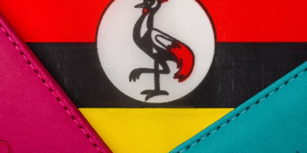 Флаг Уганды и разноцветные паспорта